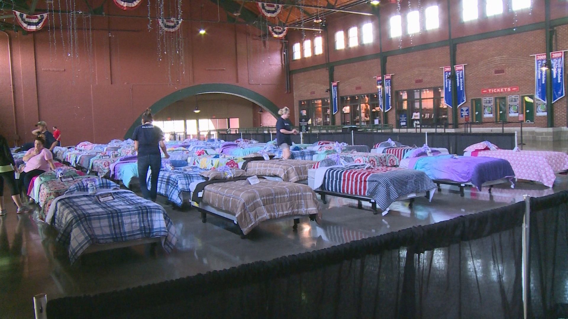 Picture of: Ashley Furniture Bats Providing Beds To Needy Children Whas11 Com